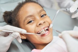 child visiting their kid's dentist in Naperville for a checkup and cleaning